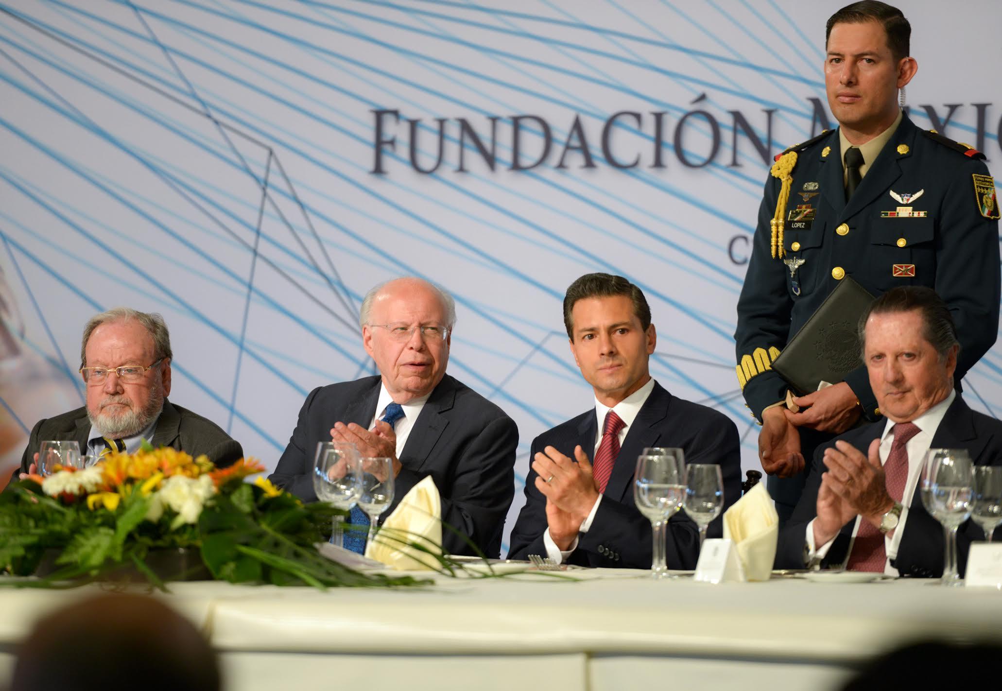 El Primer Mandatario encabezó la Asamblea General Ordinaria de la Fundación Mexicana para la Salud.