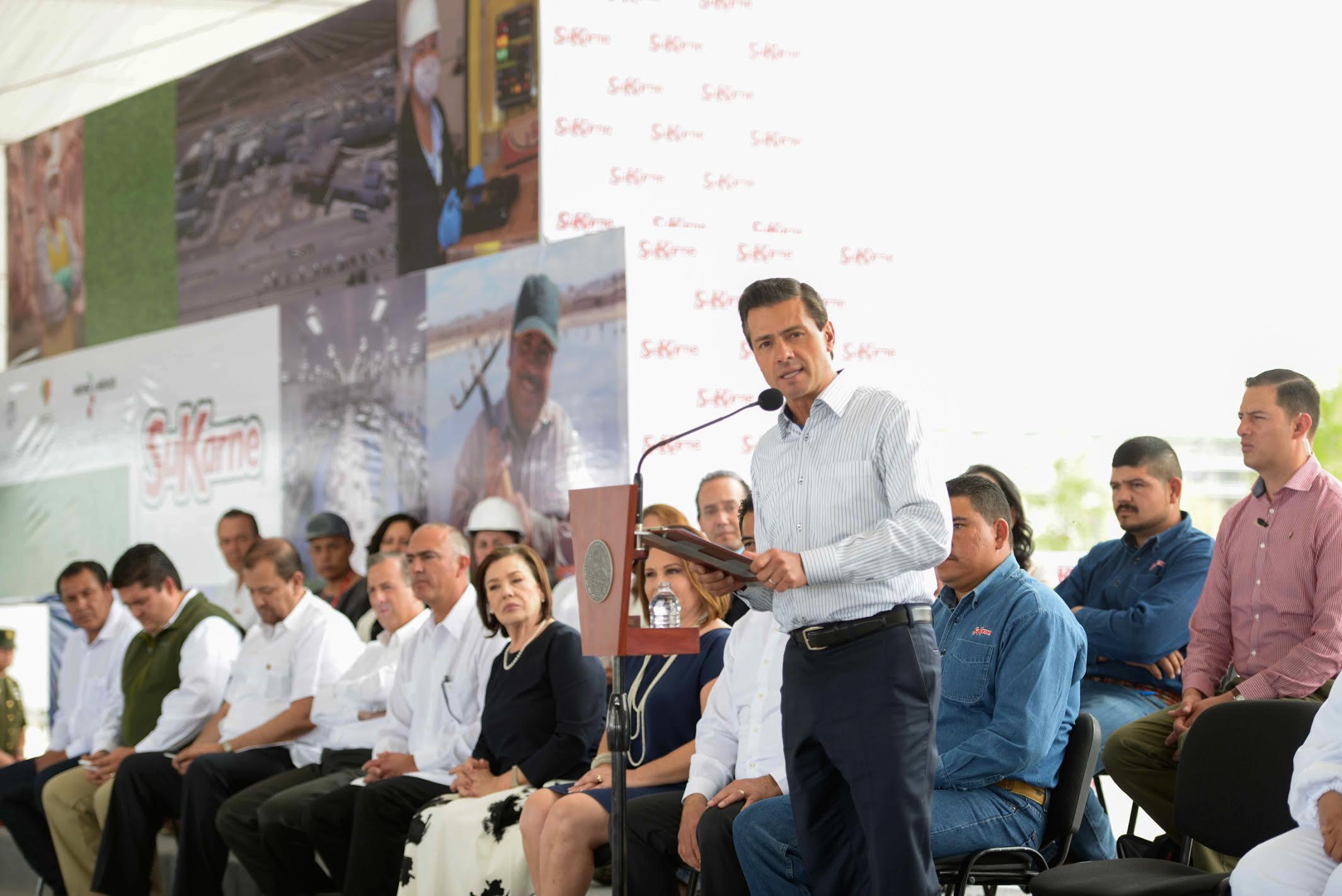 """El Primer Mandatario ofrece su discurso durante la inauguración del Agroparque """"Integradora SuKarne Lucero""""."""