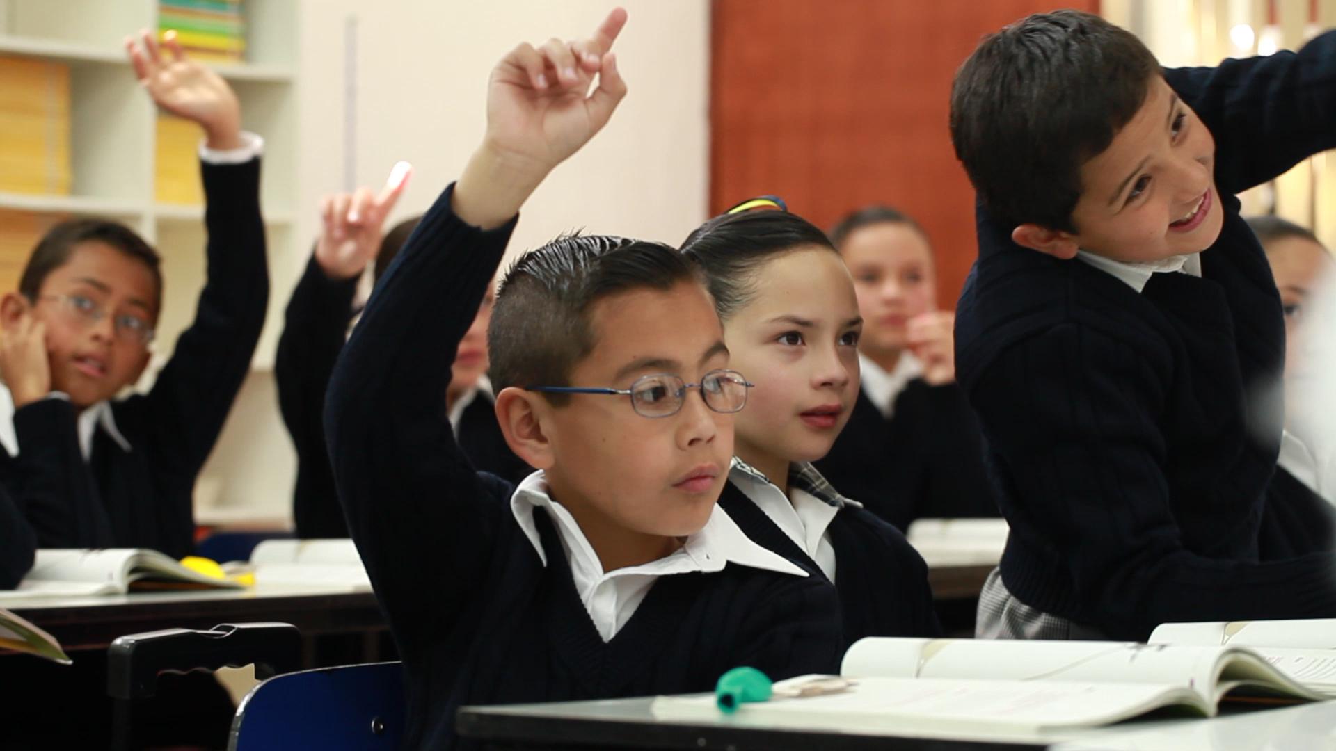 El programa #EscuelasAlCIEN permitirá llevar electricidad a todas las escuelas.