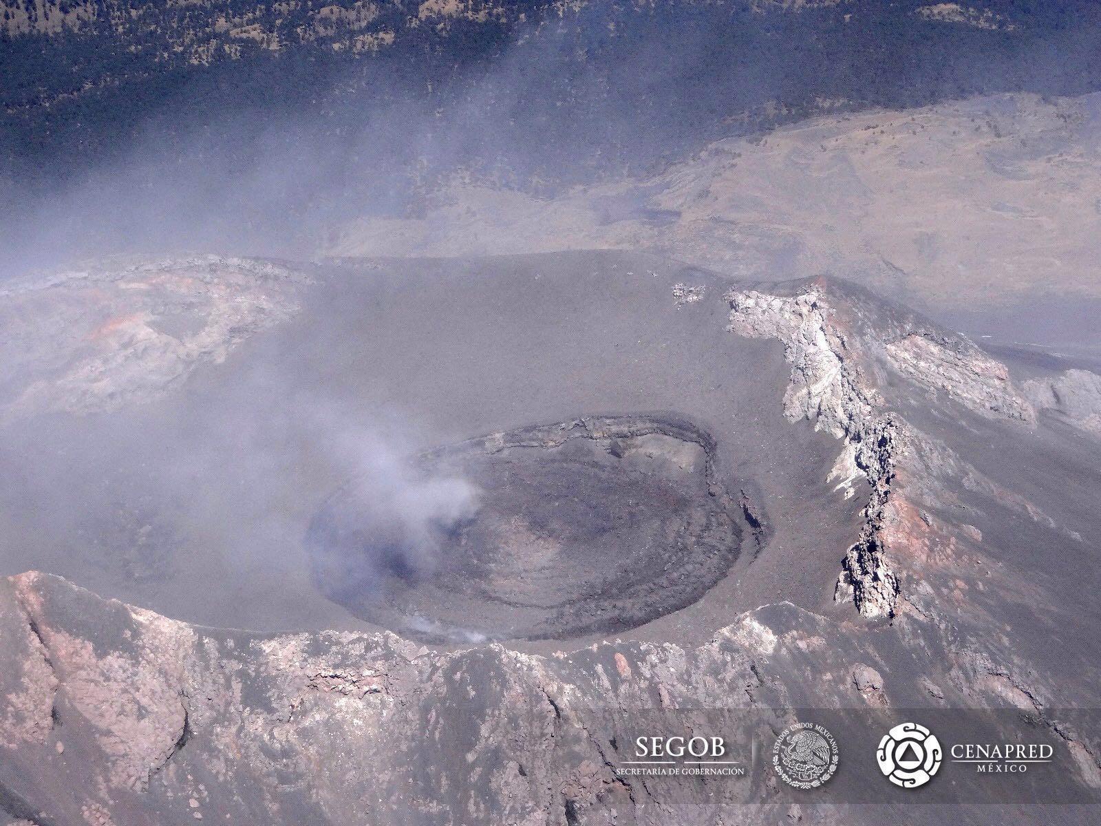 Imagen de sobrevuelo al cráter del Popocatépetl.