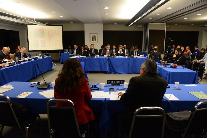 Comisionados de la CIDH, representantes del Estado Mexicano y organizaciones de la sociedad civil reunidos en Washington, D.C., Estados Unidos.