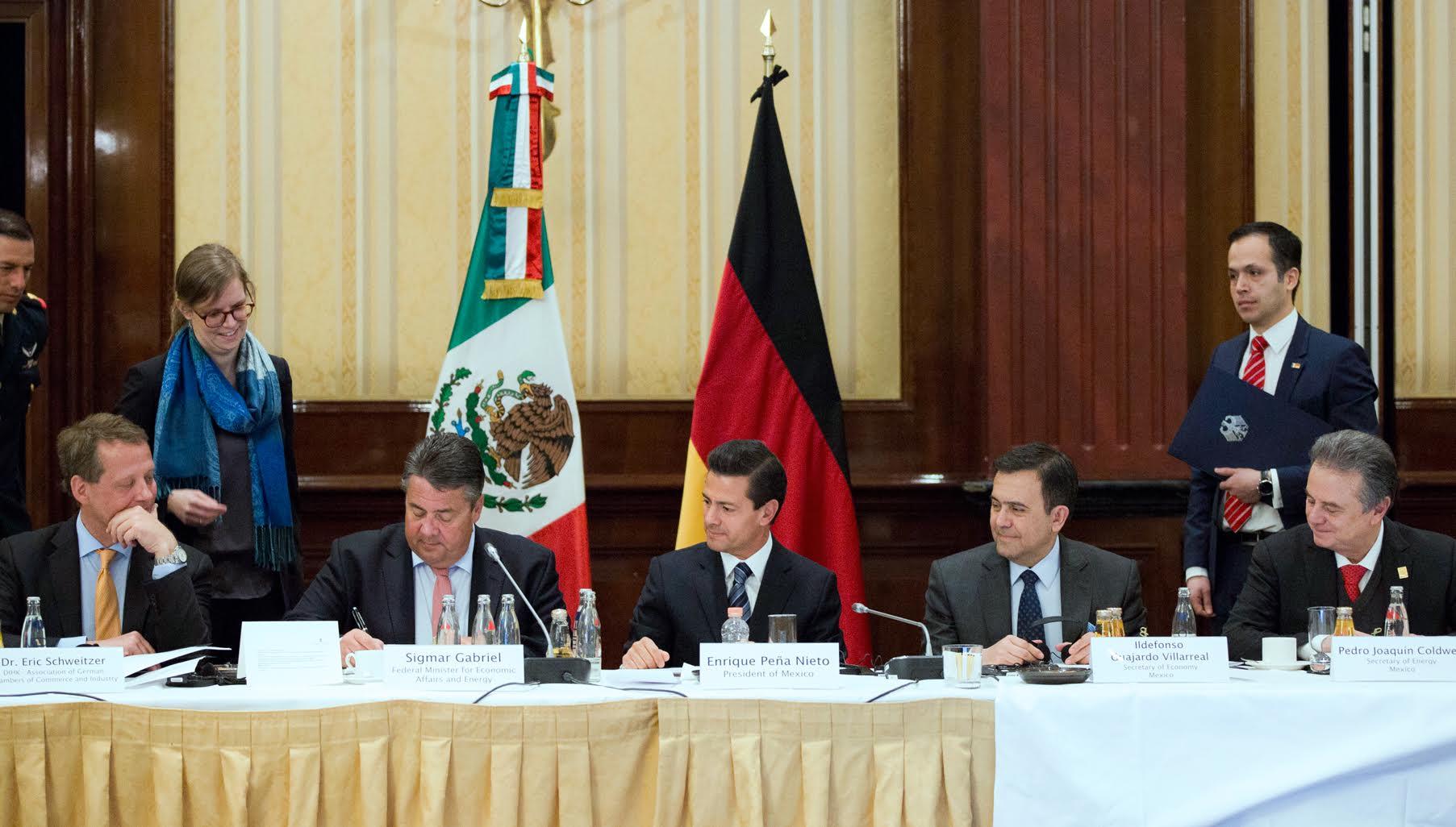 El Primer Mandatario en reunión con líderes empresariales de Alemania.