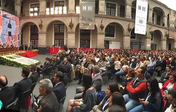 Patio central de Palacio de Gobierno del Estado de México con los participantes, durante la clausura de la Reunión Regional América Latina y el Caribe rumbo a Hábitat III.