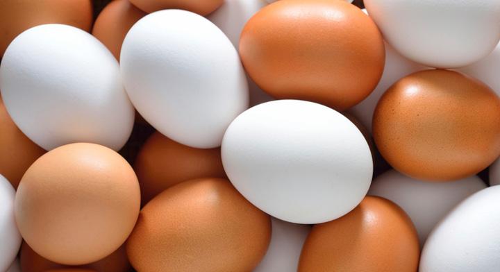 Huevo blanco y rojo