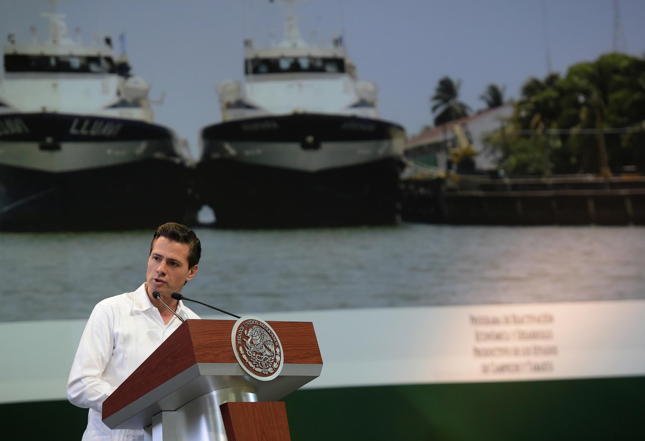 El Primer Mandatario ofrece su discurso en el evento de presentación del programa de apoyo económico para los estados de Campeche y Tabasco.