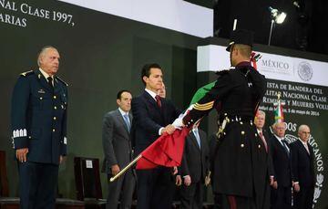 El Primer Mandatario toma la Protesta de Bandera a la clase 1997 del Servicio Militar Nacional.