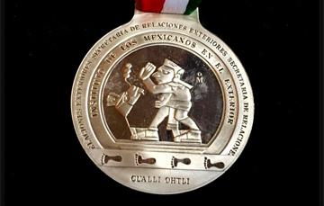 Medalla de reconocimiento a mexicanos talentosos.