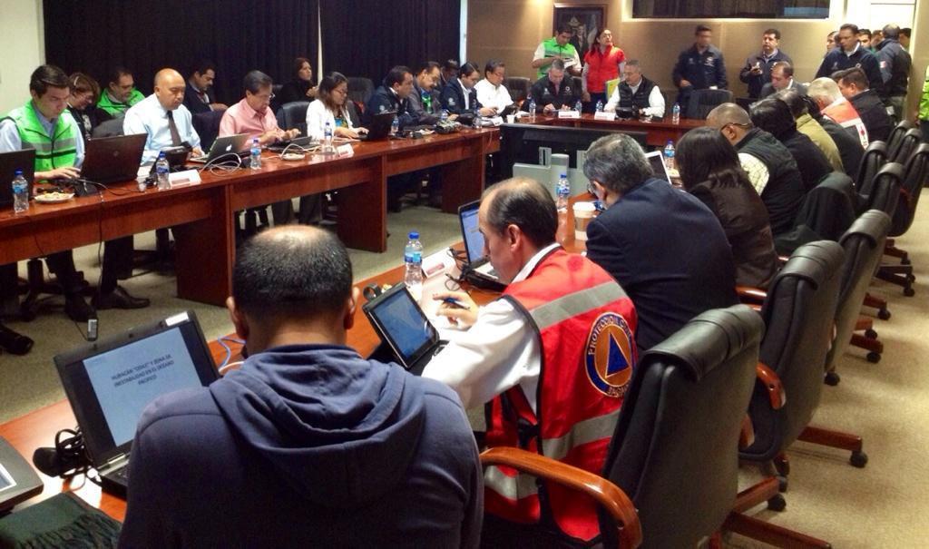Fotografía de sesión del Comité Nacional de Emergencias