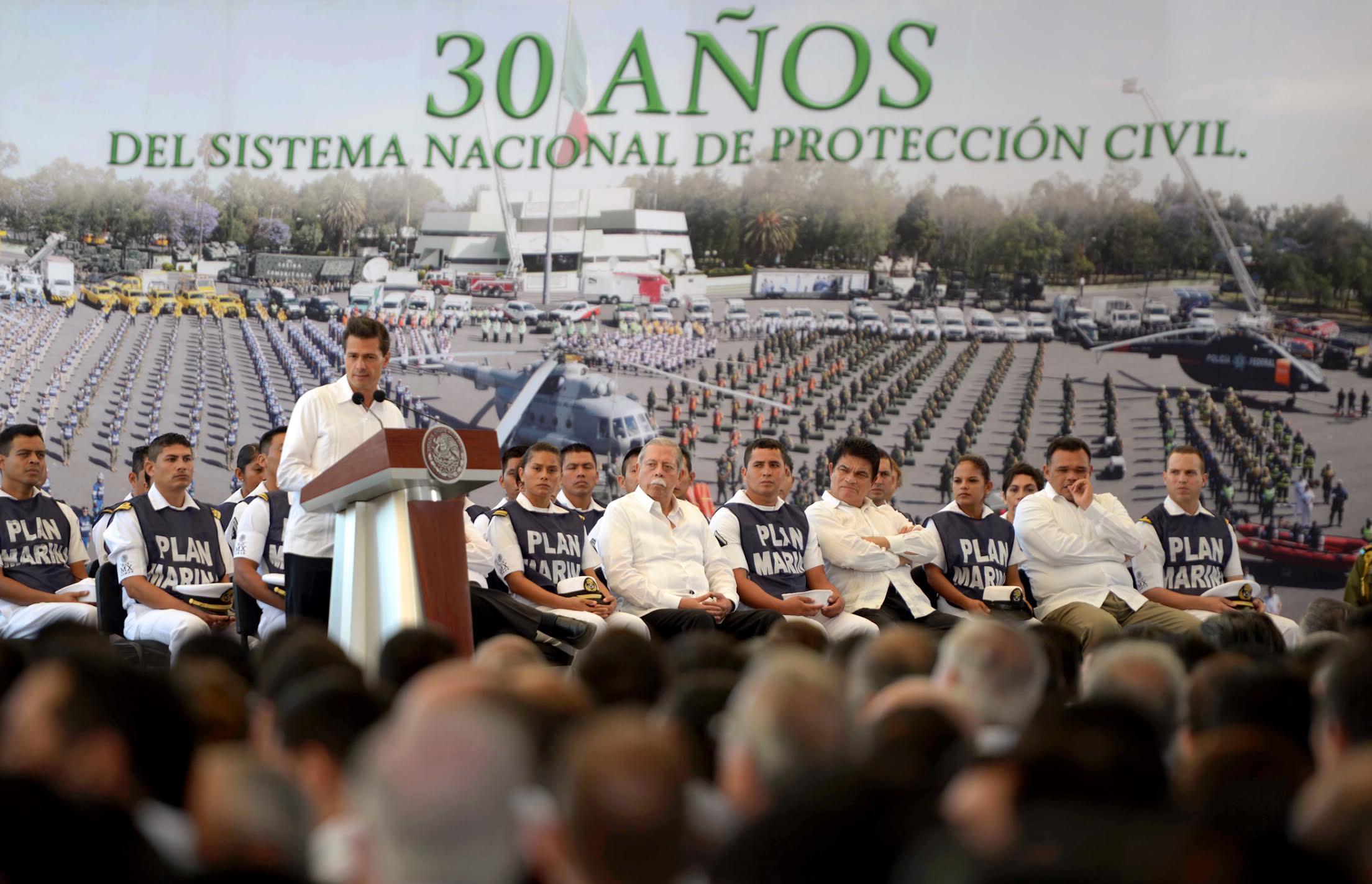 El Primer Mandatario habla en la ceremonia por los 30 años del Sistema de Protección Civil y el inicio de la temporada de huracanes en 2016.