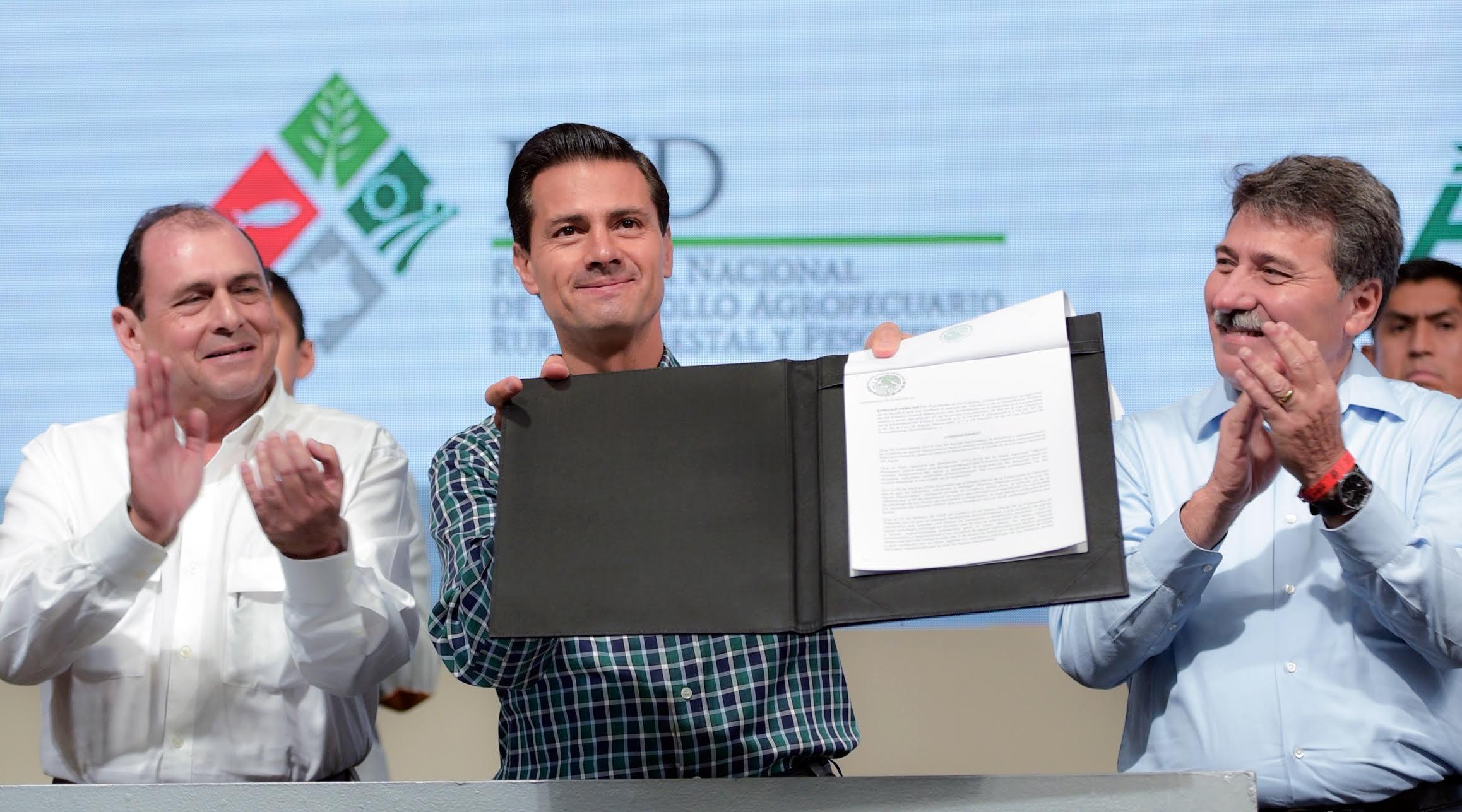 El Primer Mandatario firmó el Decreto para Otorgar Facilidades Administrativas a los Concesionarios o Asignatarios para la Explotación de Aguas Nacionales.