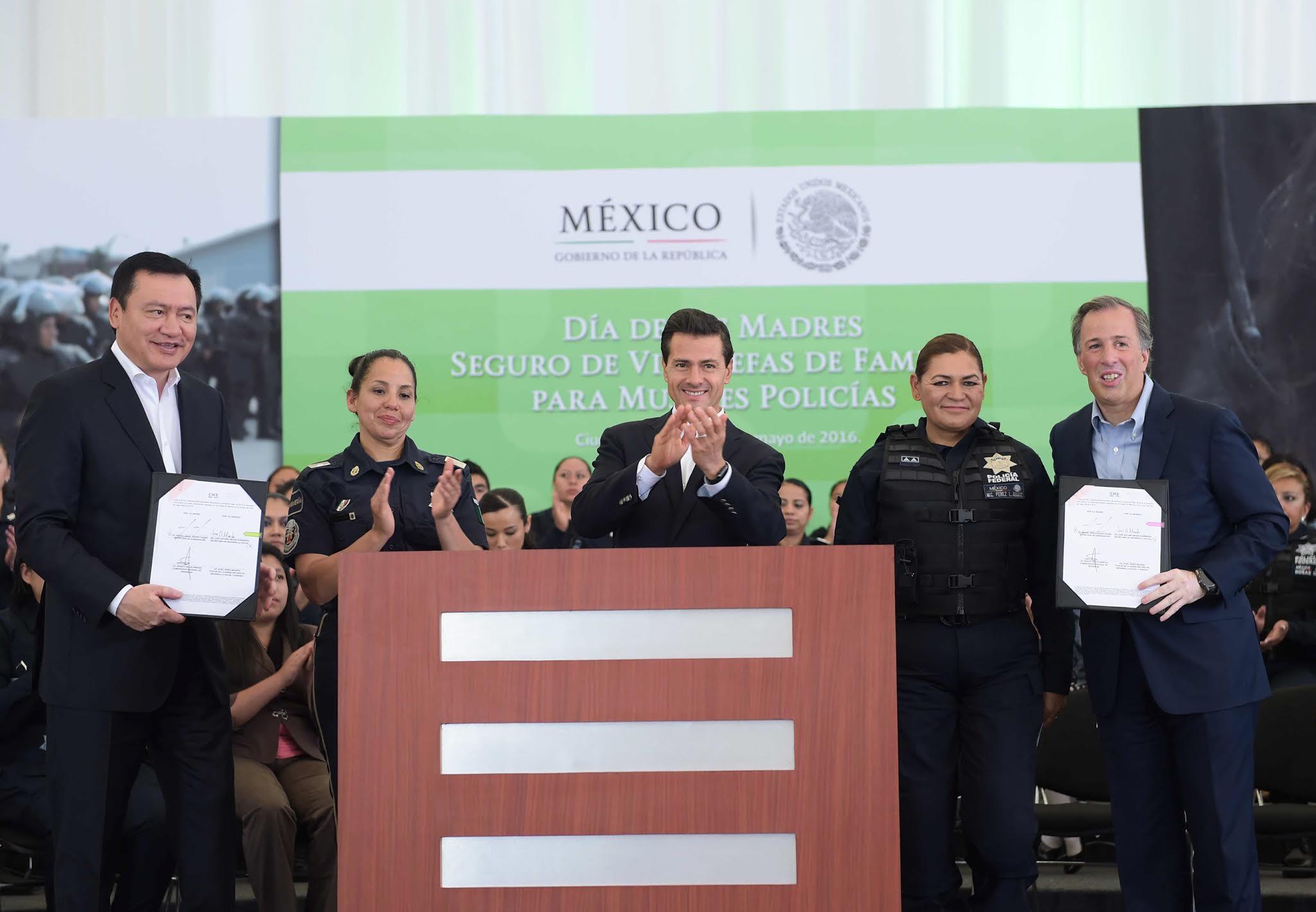 El Primer Mandatario atestiguó la firma del Convenio General de Colaboración entre las Secretarías de Gobernación y de Desarrollo Social, signado por sus titulares, Miguel Ángel Osorio Chong y José Antonio Meade.
