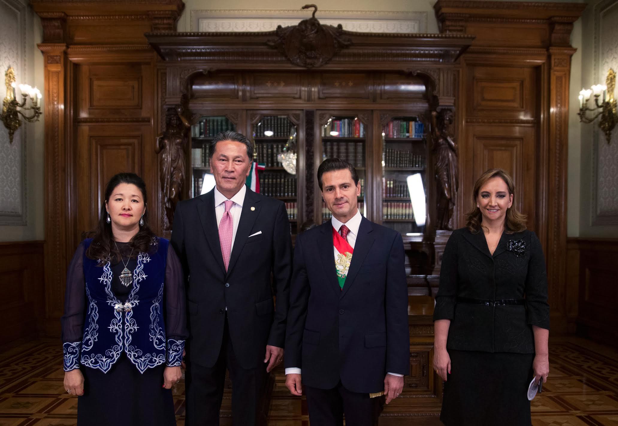 El Presidente Peña Nieto y la Canciller, entregan cartas credenciales al Excmo. Andrian Yelemessov, Embajador de la República de Kazajstán.