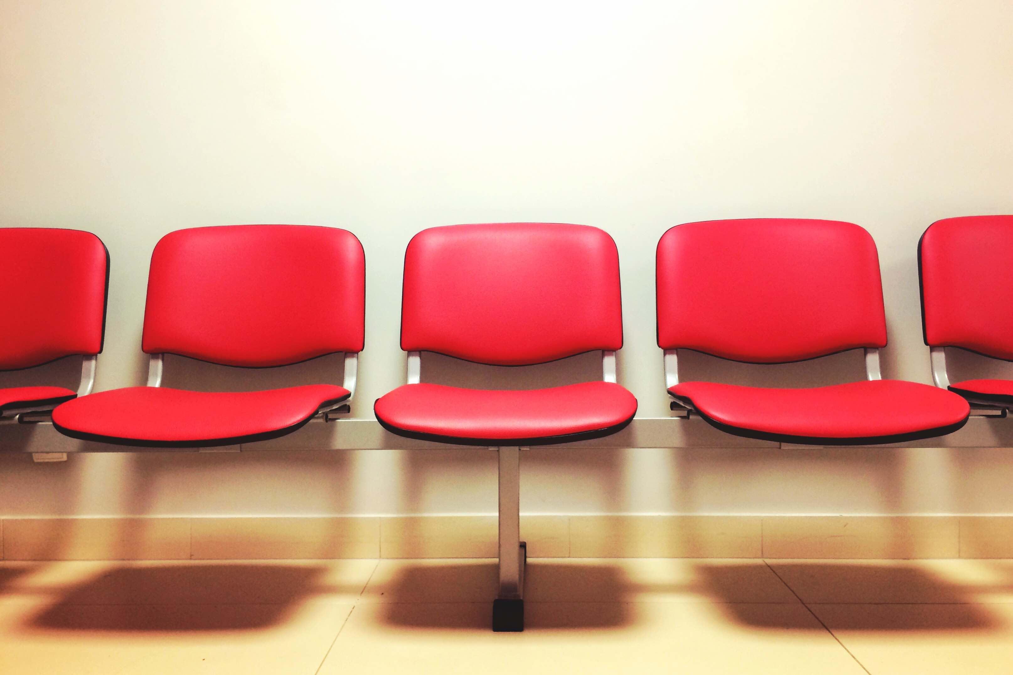 Sillas en una sala de espera