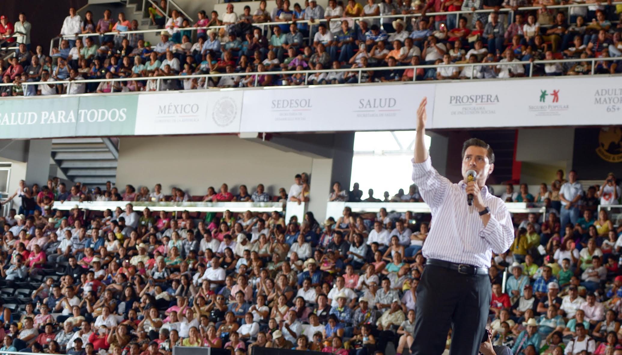 El Primer Mandatario durante su discurso en el acto en Tepic, Nayarit, habla sobre los beneficios del Seguro Popular.