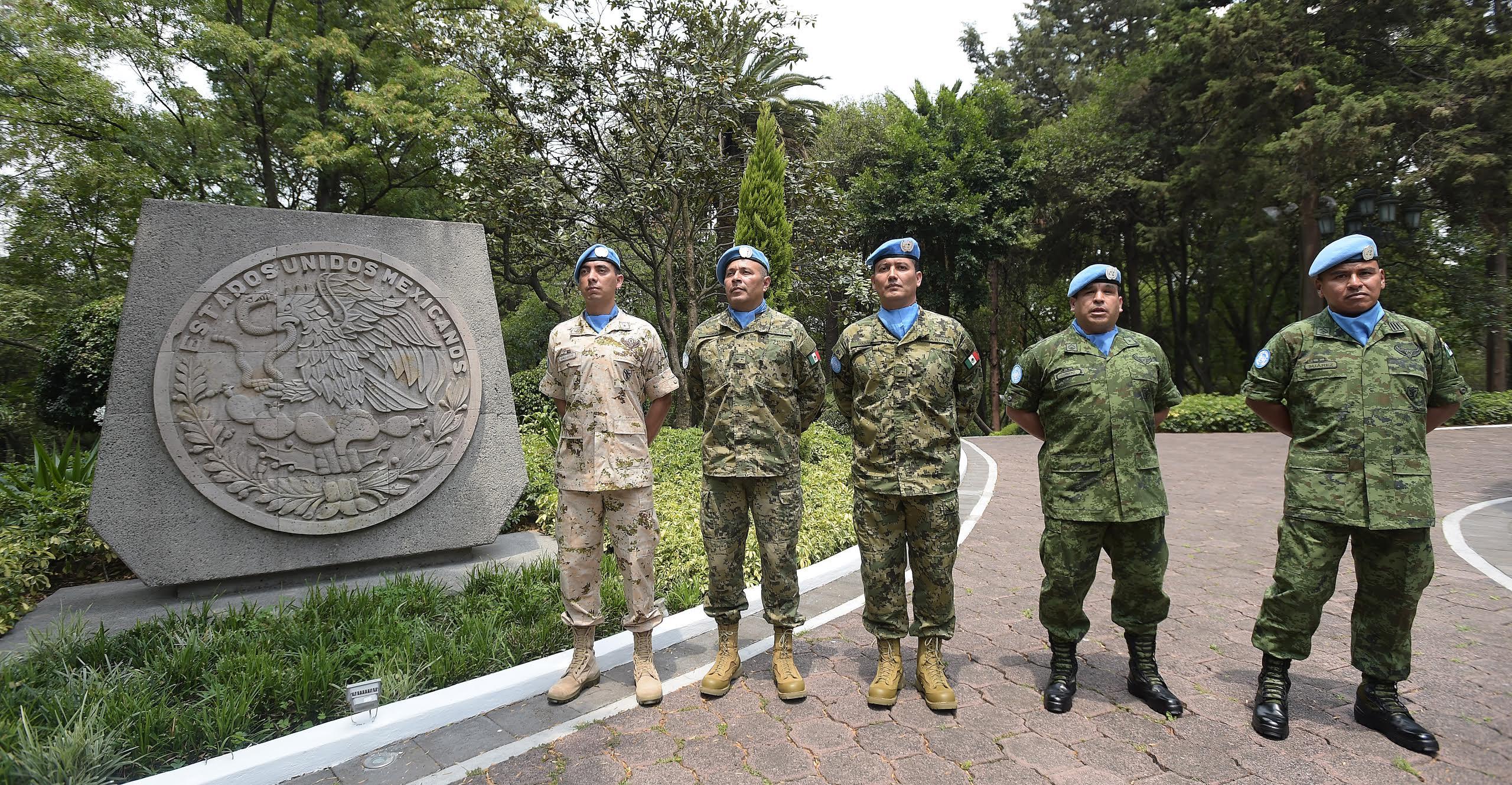Miembros de la Secretaría de la Defensa Nacional y de la Secretaría de Marina.