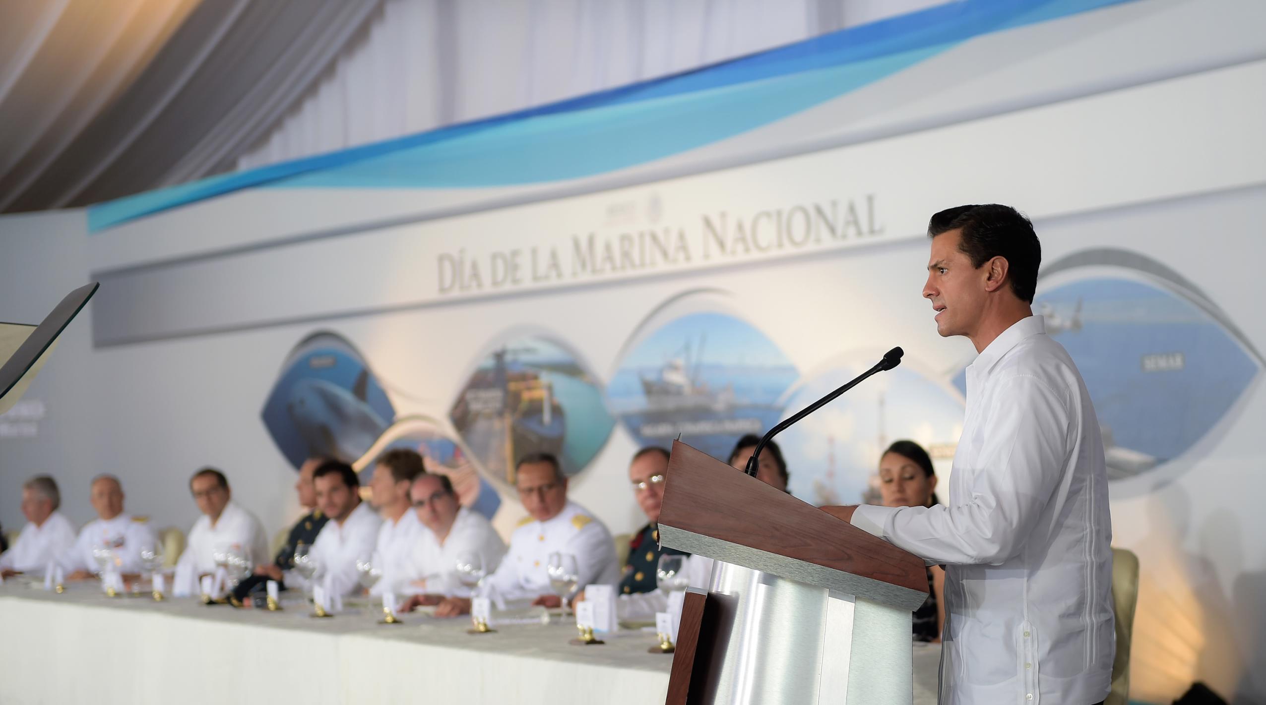 El Primer Mandatario durante su discurso en la celebración del Día de la Marina Nacional.