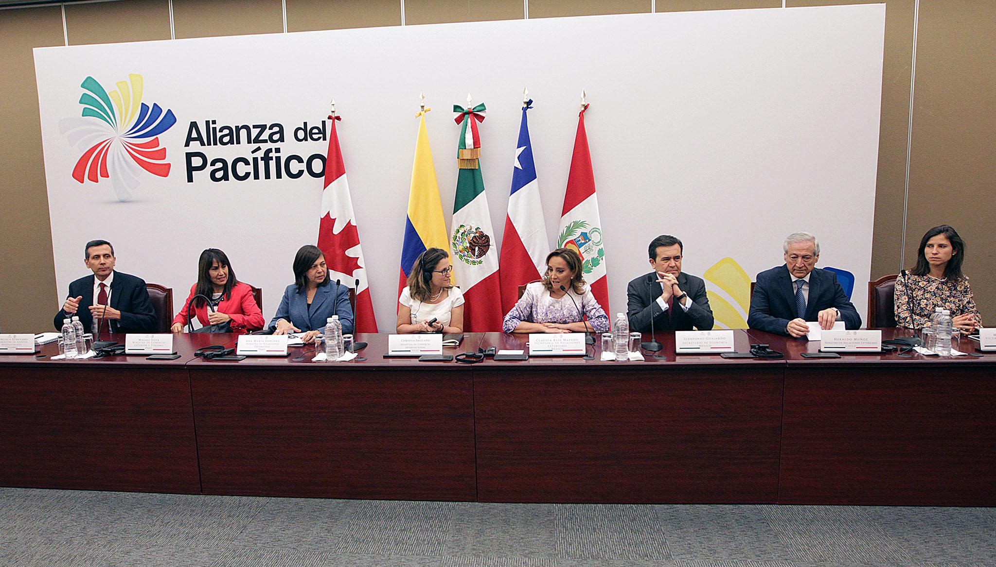 Los titulares de la SRE y de SE participan en la Reunión de Ministros de la Alianza del Pacífico que se realiza en la Cancillería.