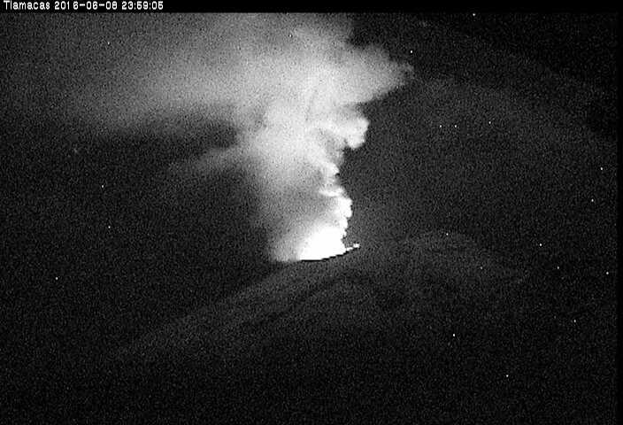 Imagen de incandescencia en el Volcán Popocatépetl
