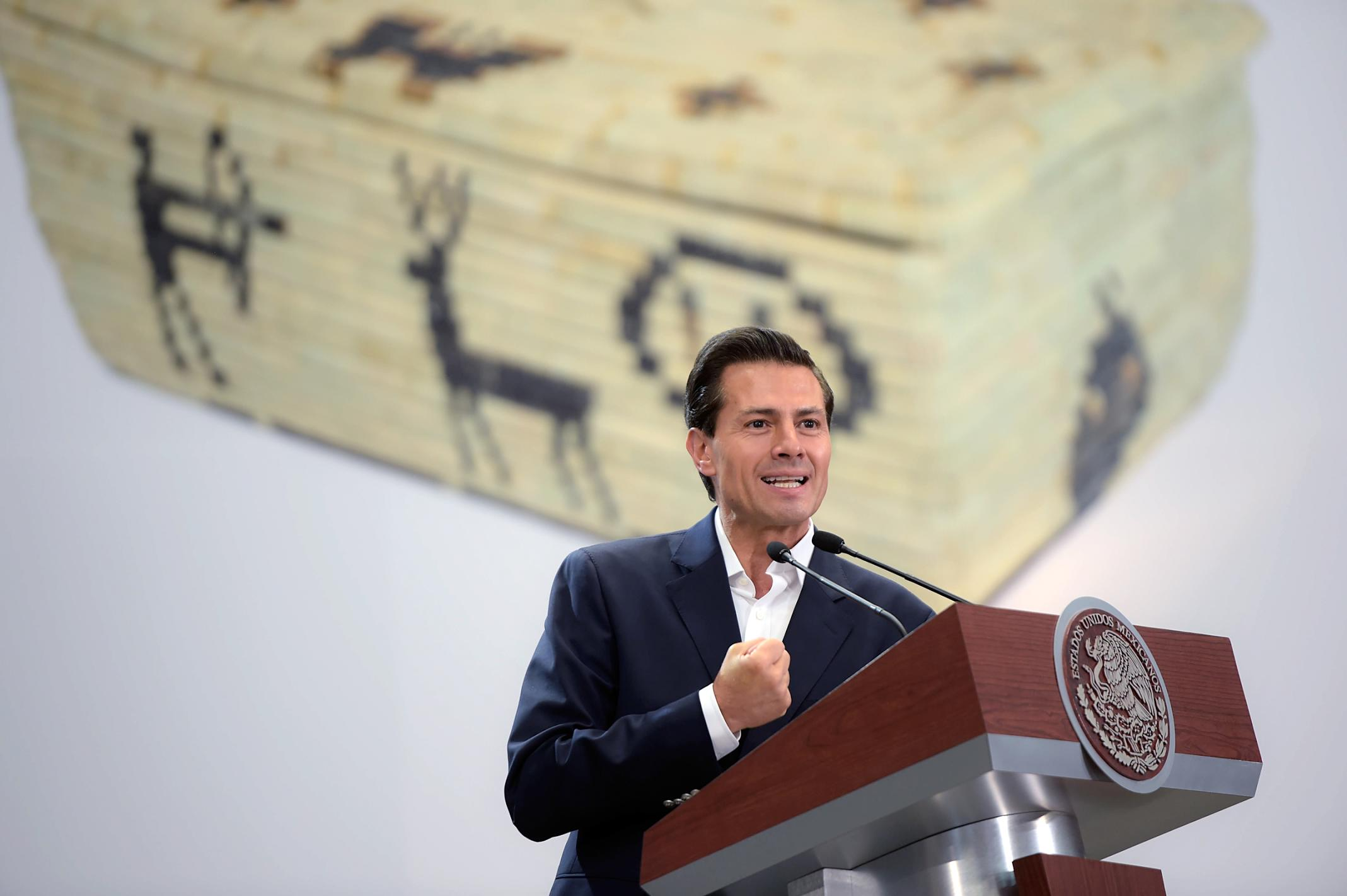 """""""Los artesanos de entre 18 y 30 años podrán beneficiarse con el Programa Crédito Joven que otorga financiamientos de hasta 150 mil pesos"""": EPN"""