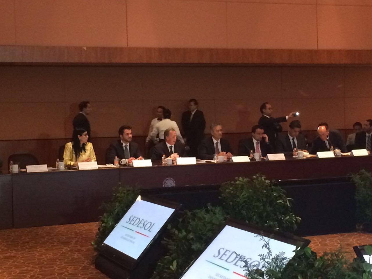 El secretario de Desarrollo Social, José Antonio Meade, y Ricardo Bucio, secretario ejecutivo de #SIPINNA, en la sesión de la Comisión Intersecretarial de Desarrollo Social.