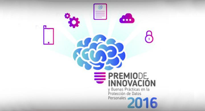 Cartel con dibujos de un cerebro en el centro rodeado por engranes, una hoja, una nube y un candado y el texto abajo: Premio de innovación y buenas prácticas en la protección de datos personales