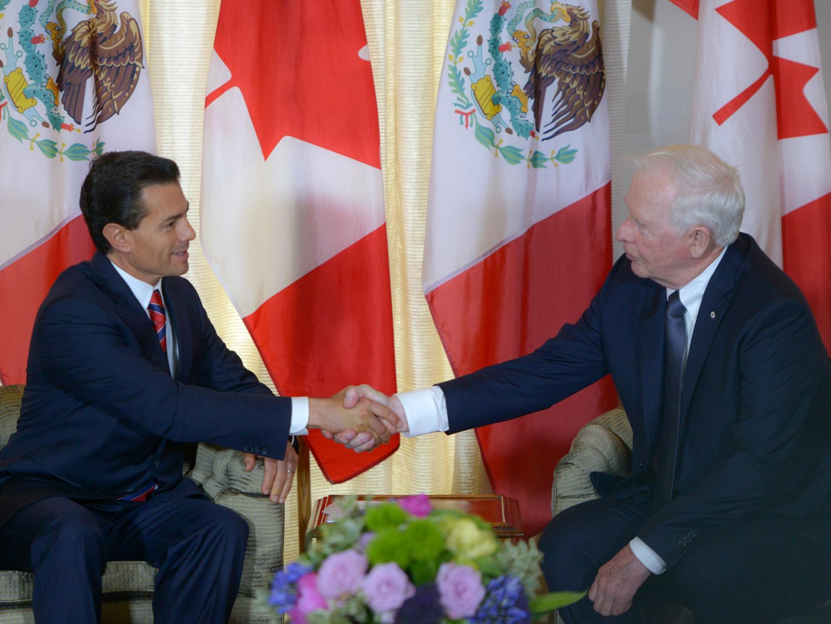 El Gobernador General de Canadá, David Johnston, recibe a el Presidente Enrique Peña Nieto, en la ciudad de Quebec, Canadá.