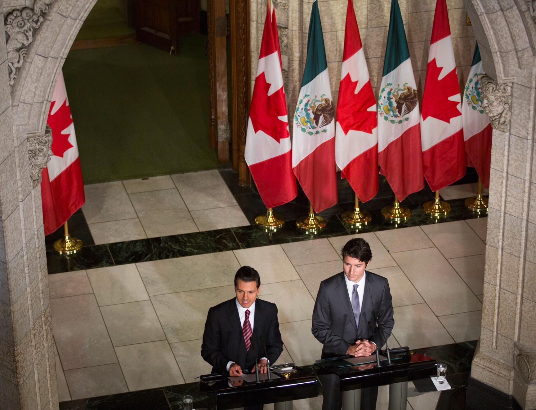 El Primer Mandatario y el Primer Ministro de Canadá durante la conferencia a medios de comunicación.