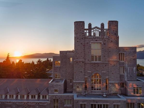 Podrás realizar una estancia de 12 semanas en una universidad canadiense, para elaborar un proyecto de investigación en la disciplina académica de tu interés
