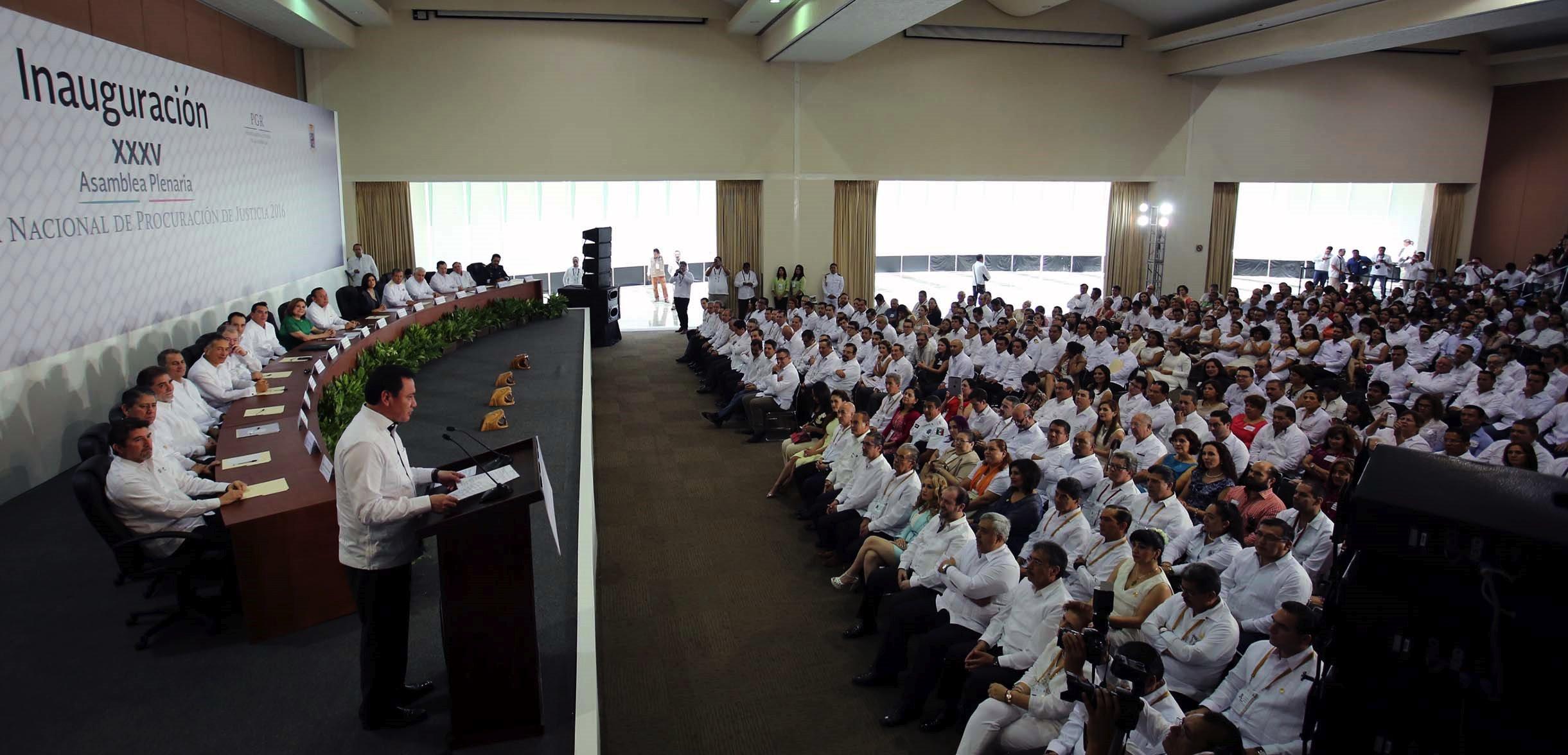 El Secretario de Gobernación Miguel Ángel Osorio Chong al inaugurar la XXXV Asamblea Plenaria de la Conferencia Nacional de Procuración de Justicia  2016