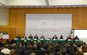Fotografía panorámica de la entrega de Toma de Nota al Comité Directivo del Congreso del Trabajo.