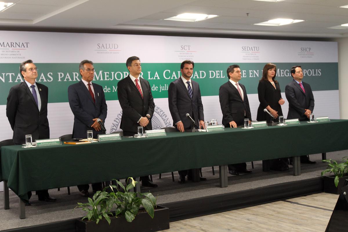 El titular de la SEMARNAT, Rafael Pacchiano, presentó las medidas complementarias para mejorar las condiciones de la calidad del aire en la megalópolis.