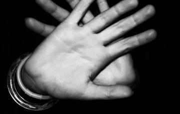 Imagen de manos de una persona
