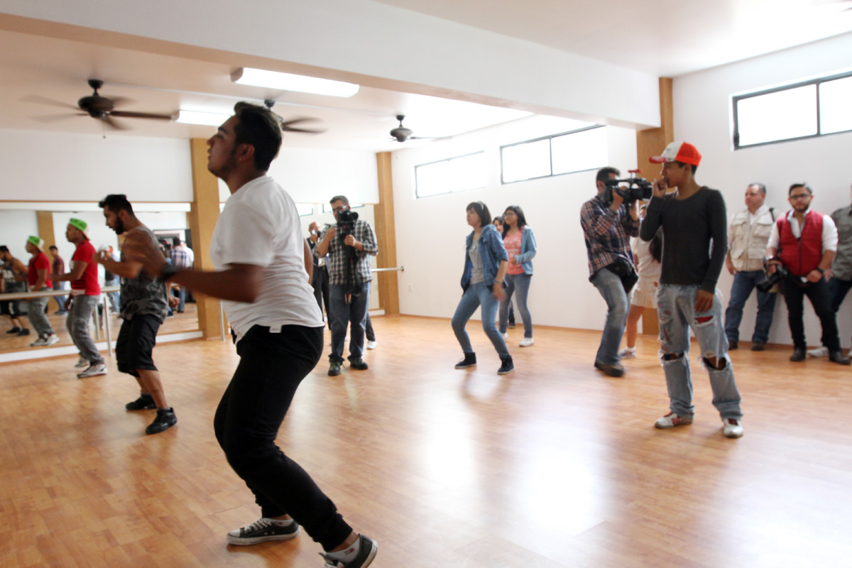 Niños, niñas, hombres y mujeres asisten a realizar actividades físicas y recreativas a los Centros de Desarrollo Comunitario.