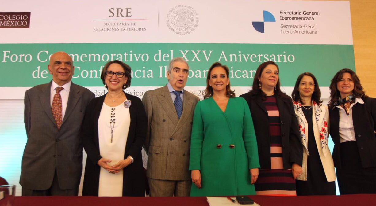 Participantes del Foro Conmemorativo del XXV Aniversario de la Conferencia Iberoamericana.