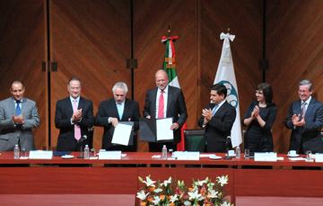 El Subsecretario Fernando Aportela encabezó la firma del convenio entre Nacional Financiera y Grupo Aeroportuario de la Ciudad de México