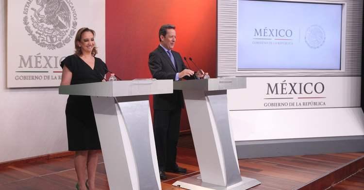 La Canciller Ruiz Massieu y el Vocero Eduardo Sánchez en conferencia de prensa.