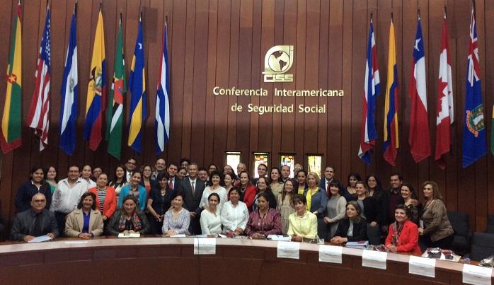 Secretarias y secretarios ejecutivos de #SIPINNA Estatales en foto grupal al fin de la reunión.