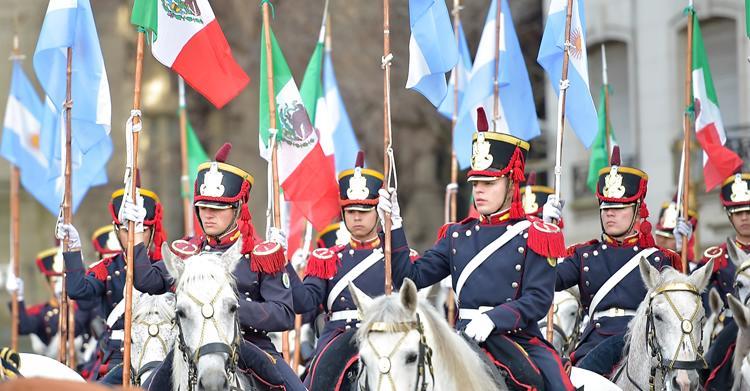 Banderas de México y Argentina.