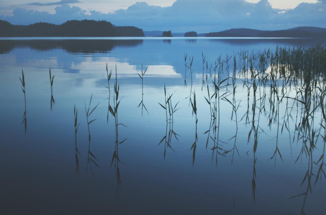 Paisaje del lago Päijänne, Finlandia.