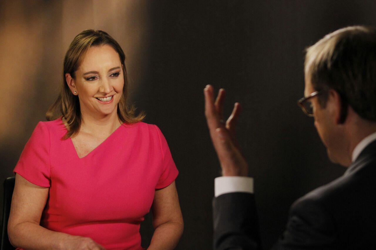 La Canciller Claudia Ruiz Massieu dando una entrevista a la cadena ABC