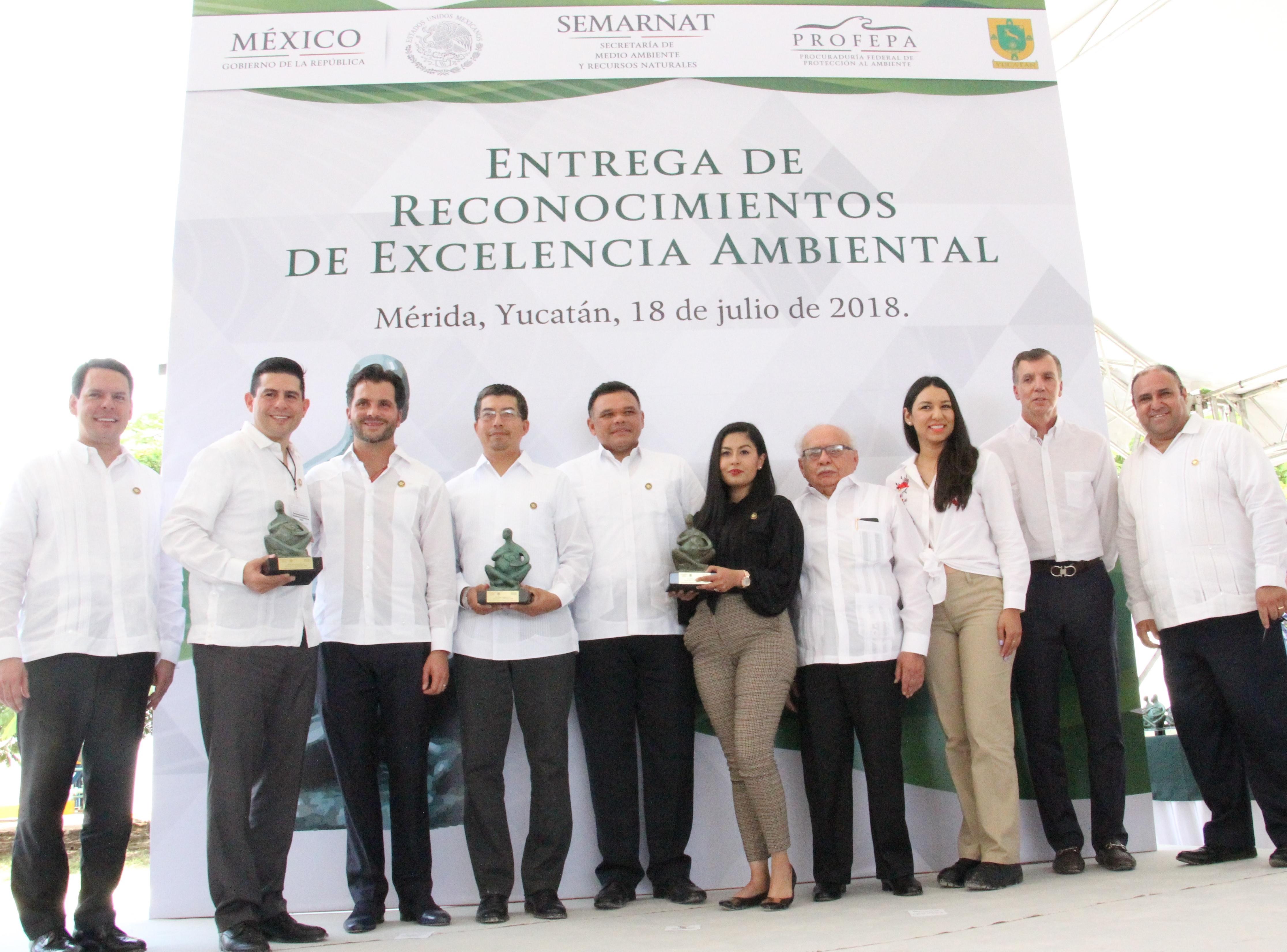 Entrega de Reconocimiento de Excelencia Ambiental 2016