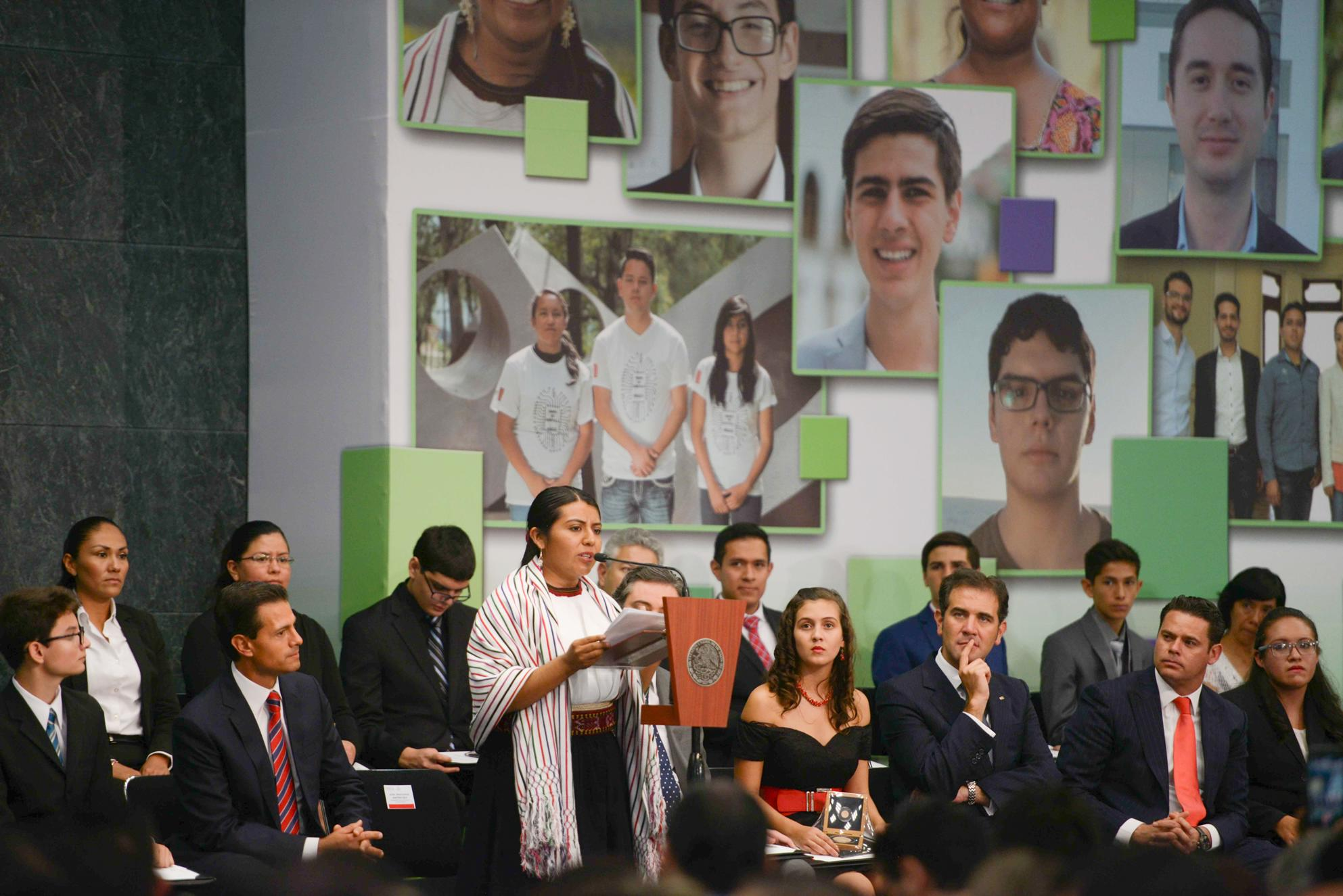 """Tania Eulalia Martínez Cruz, aseguró, a nombre los premiados, que """"todos estamos aquí para sumarnos y construir un mejor país, porque hay que trabajar por lo que amamos""""."""