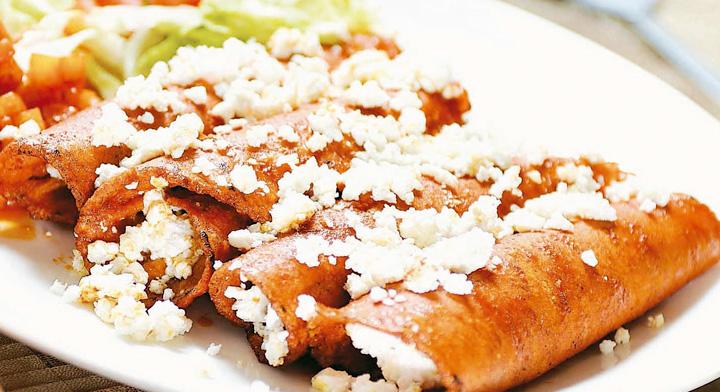 """1831 la palabra ENCHILADA fue mencionada por primera vez en un libro """"El Cocinero Mexicano"""""""