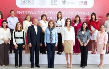 Entrega Presidenta del DIF apoyos funcionales