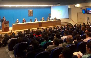 El Subsecretario de Derechos Humanos Roberto Campa dirige unas palabras en la sesión inaugural del Congreso Internacional de Constitucionalismo