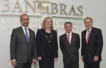 Ary Naim, Gerente de IFC; Karin Finkelston, VP y COO de MIGA; Abraham Zamora, Director General de Banobras y Gerardo Corrochano, Director del Banco Mundial para México y Colombia.