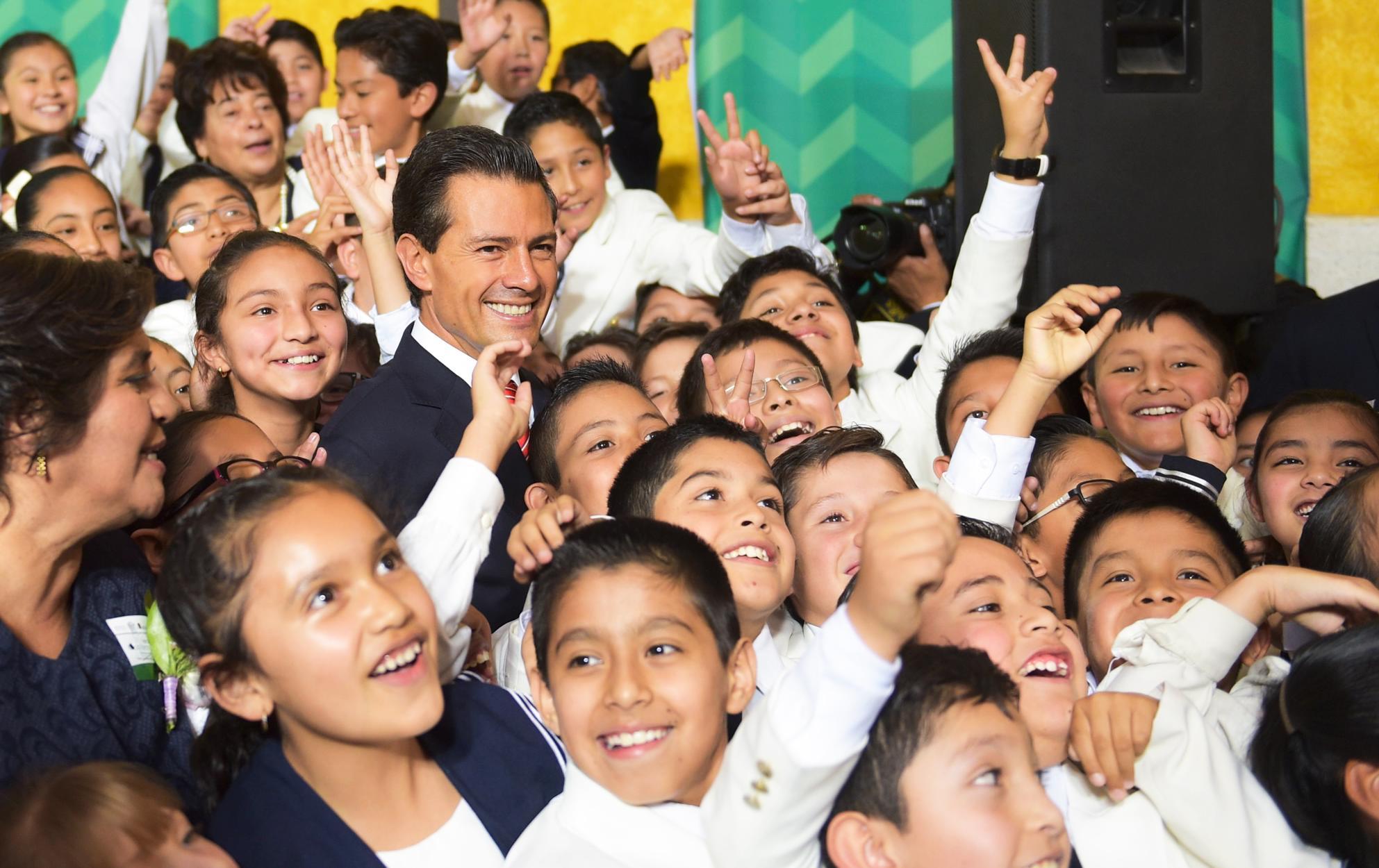 """""""El futuro de las niñas y los niños de México no es negociable; tienen derecho a la educación que consagra y garantiza nuestra Constitución"""": EPN"""