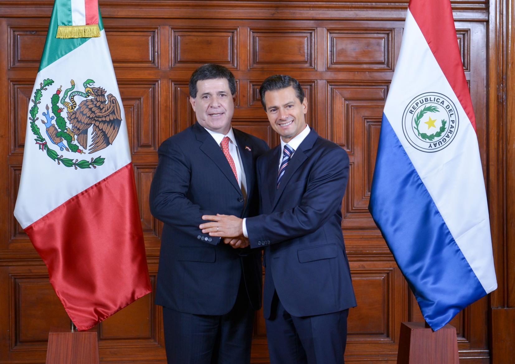 El Primer Mandatario recibe en Palacio Nacional al Presidente de Paraguay, Horacio Cartes Jara.