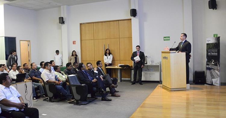 El Director de Banobras, Abraham Zamora, encabezó la presentación de los productos de financiamiento que ofrece el Banco a estados como Oaxaca y Tlaxcala.