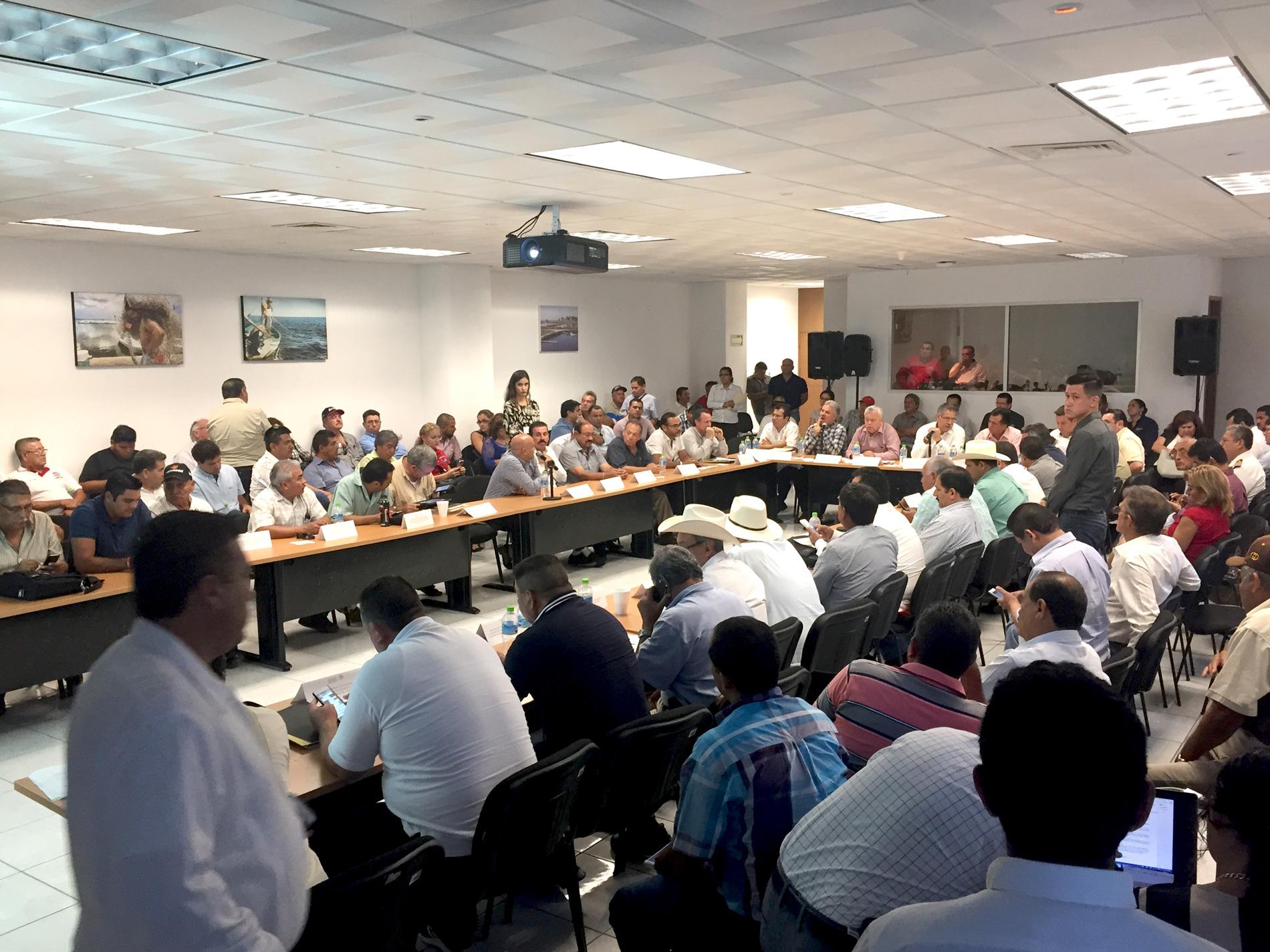 La CONAPESCA refrendó su compromiso de continuar fortaleciendo el manejo de la pesca del camarón con acciones de ordenamiento.